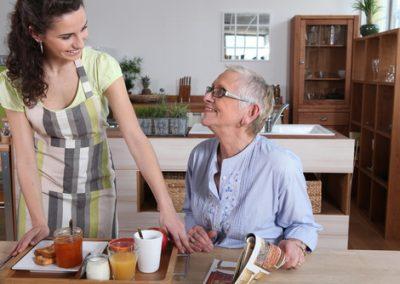 Aide  domicile avec personne ge